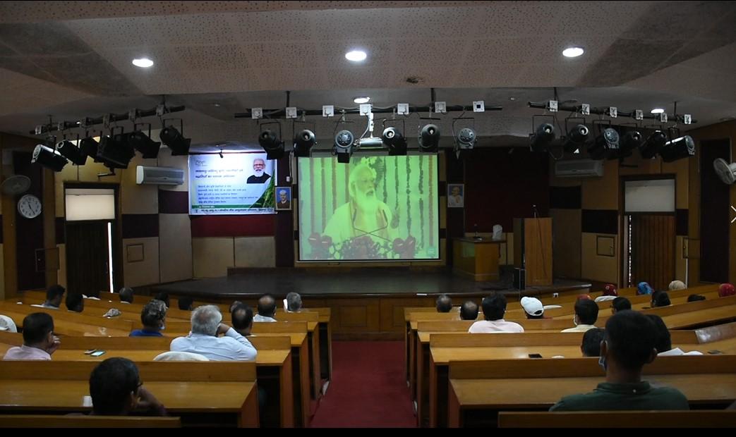 केंद्रीय भैंस अनुसंधान संस्थान में 120 किसानों ने प्रधानमंत्री का लाइव कार्यक्रम देखा